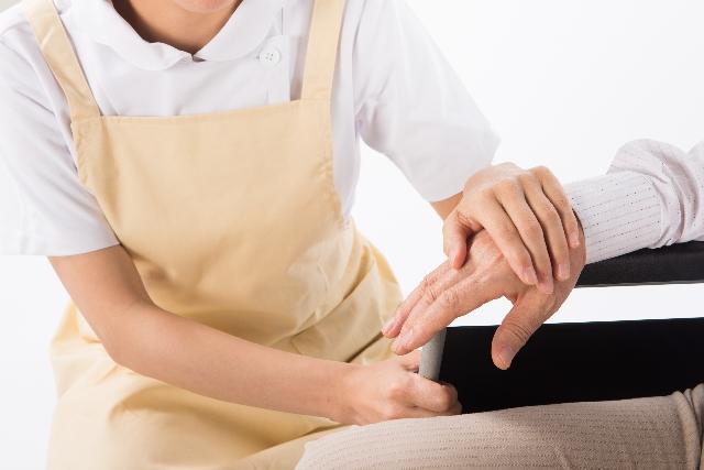 介護士の深刻な離職率の高さをどう解決すべきか