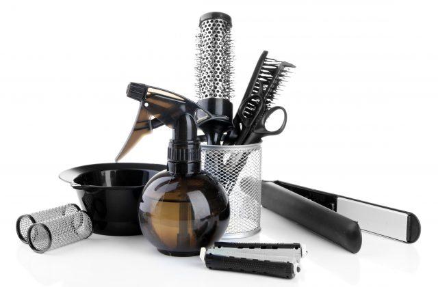 労働条件や環境以外の要因が美容師不足の原因となっている
