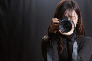人の写真を撮影する際には、良い表情で撮れるかどうかはとても重要になってきます。
